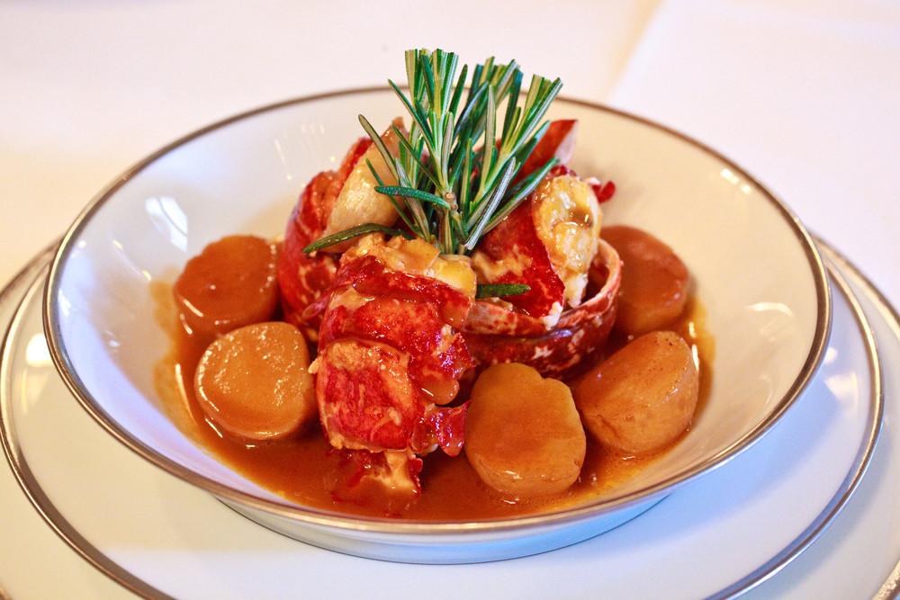 Navarin de homard et pommes de terre de Noirmoutier au romarin