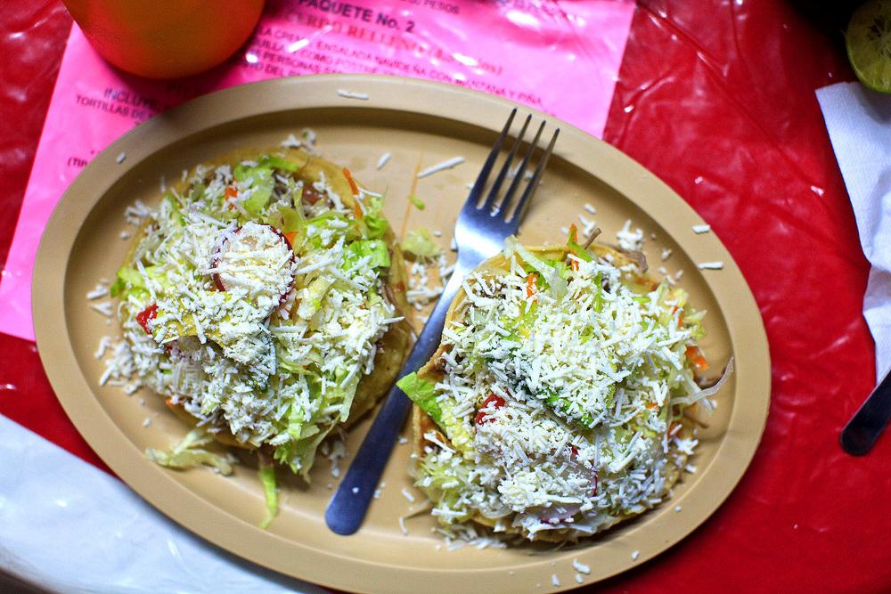 Cenaduría Sinaloense la Espiguita, San José del Cabo, México - Tostadas de pollo y carne