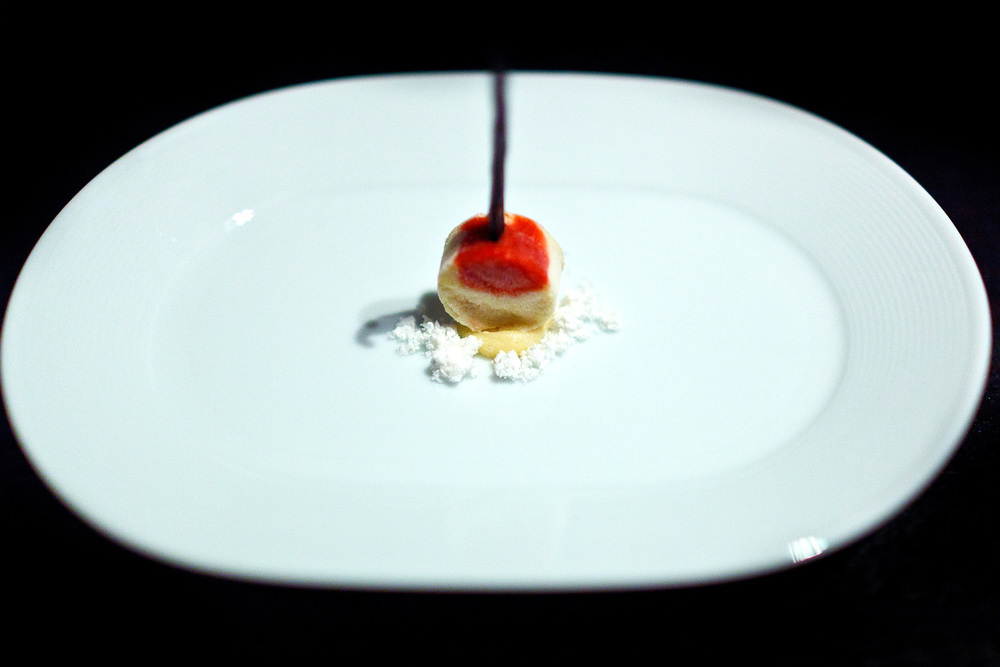Alinea, Chicago - Pound cake, strawberry, lemon, vanilla bean