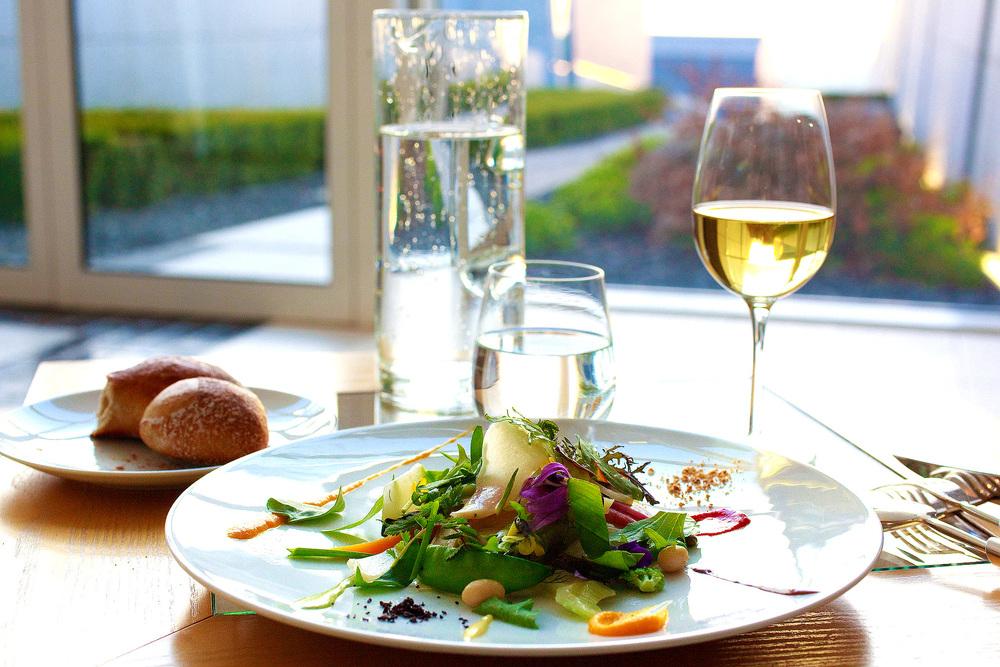 Michel Bras - La Gargouillou de jeunes légumes; graines et herbes, lait de poul à la noisette, l'exterieur