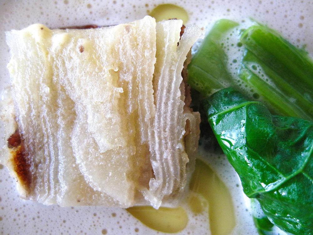 Michel Bras - la pomme de terre roulée à l'anchois, côtes et feuilles de moutarde, jus au pain