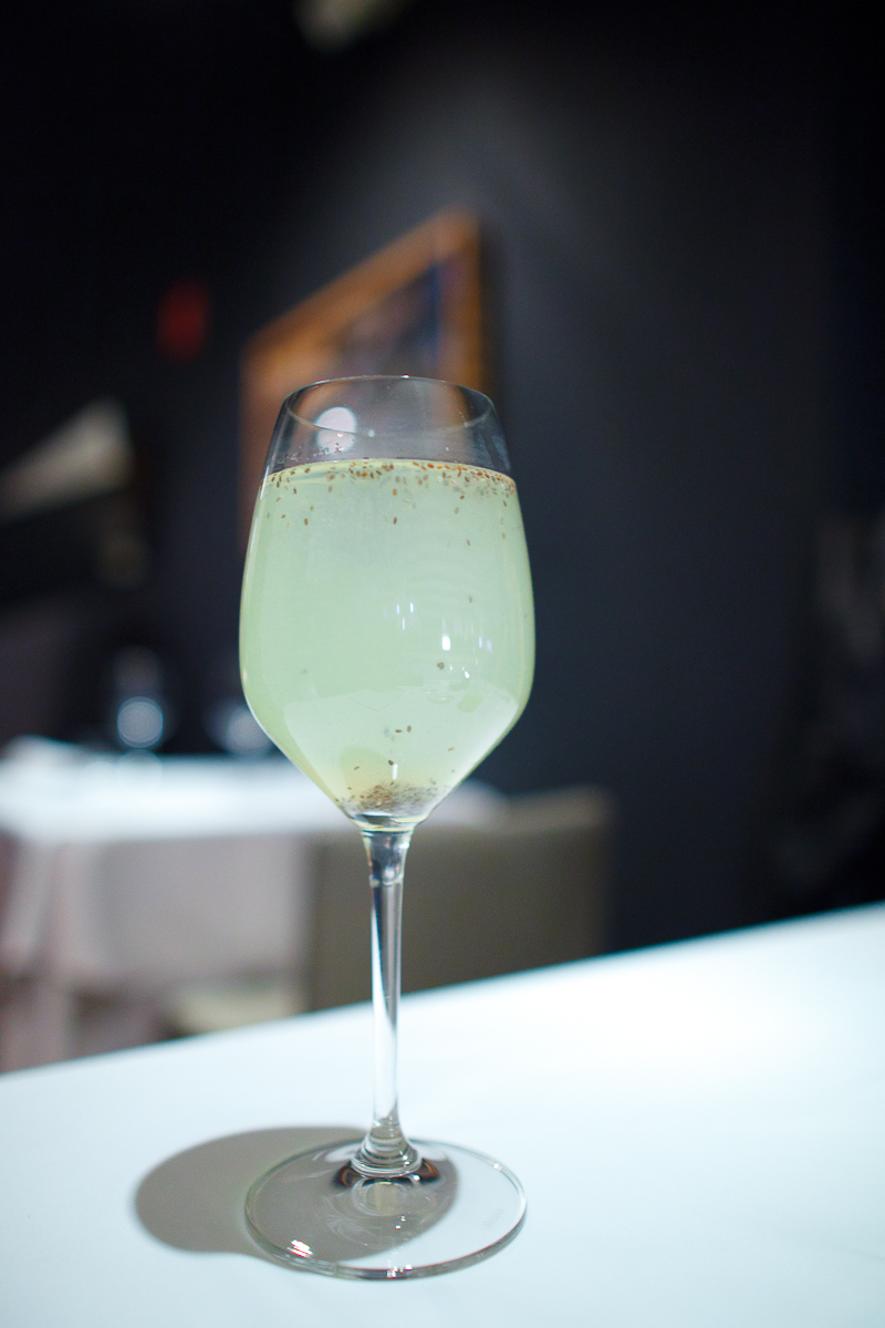 Pre-dinner water: Agua fresca de límon con chía