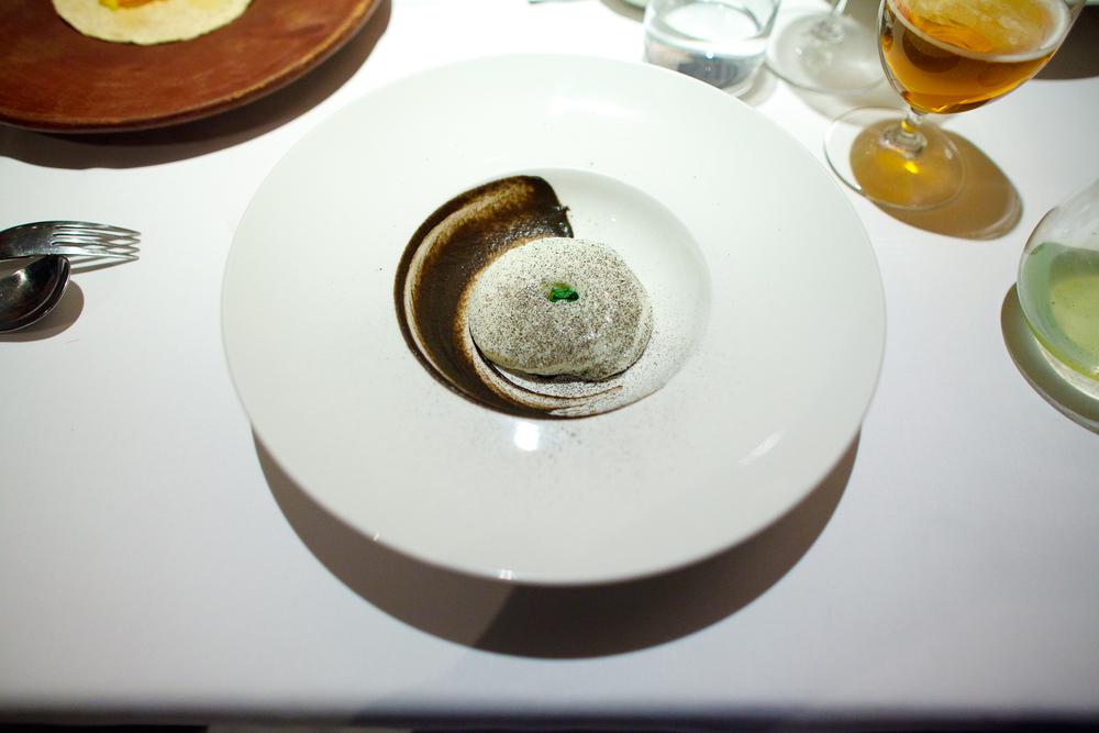 Tamal de cuitlacoche, nata montada, salsa de tomate verde tatemado con polvo de recado negro. (Corn smut cornbread)