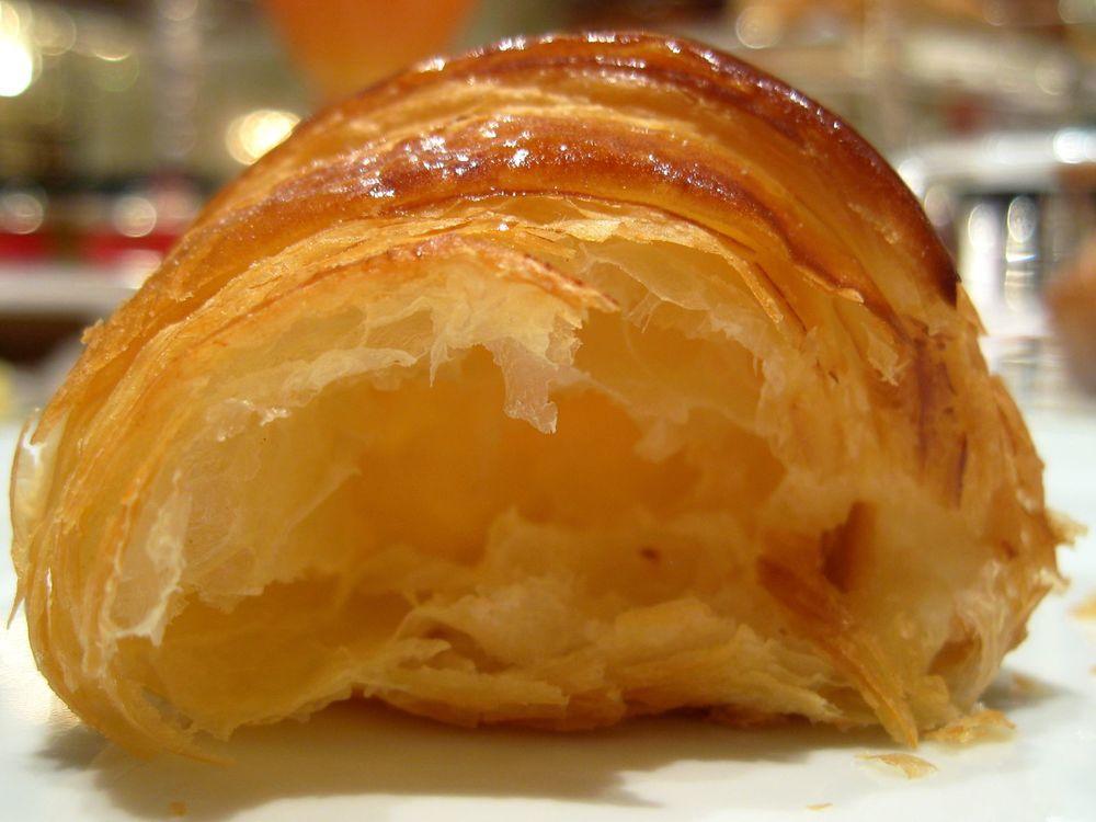 Croissant plaza réalisé au beurre noisette et vrai miel d'acacia l'interior