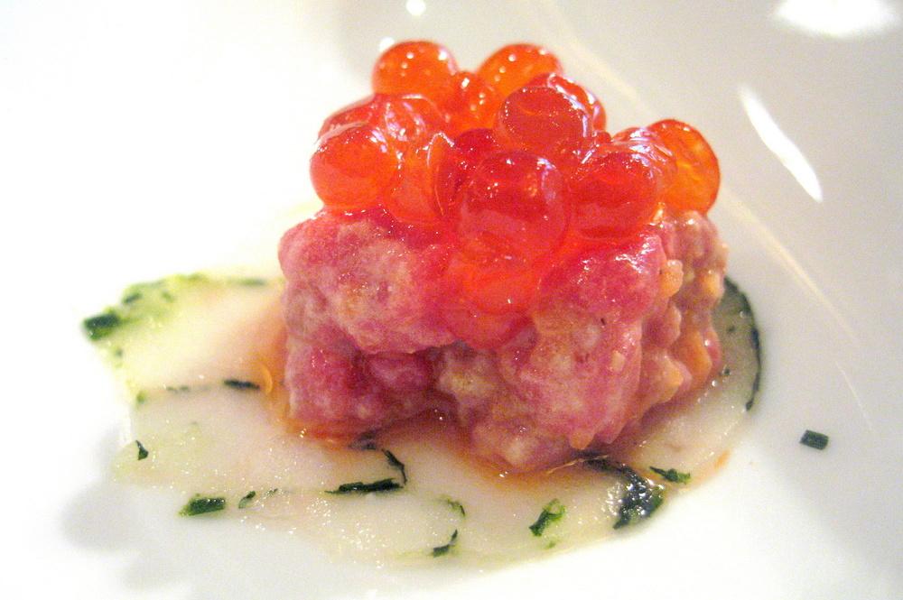 Pierre Gagnaire, Paris - Tartare Terre et Mer, oeufs de saumon organique et feuille de dorade royale