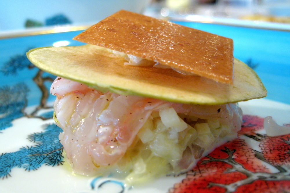 Pierre Gagnaire, Paris - Les langoustines en tartare à la mangue verte, feuille de nougatine