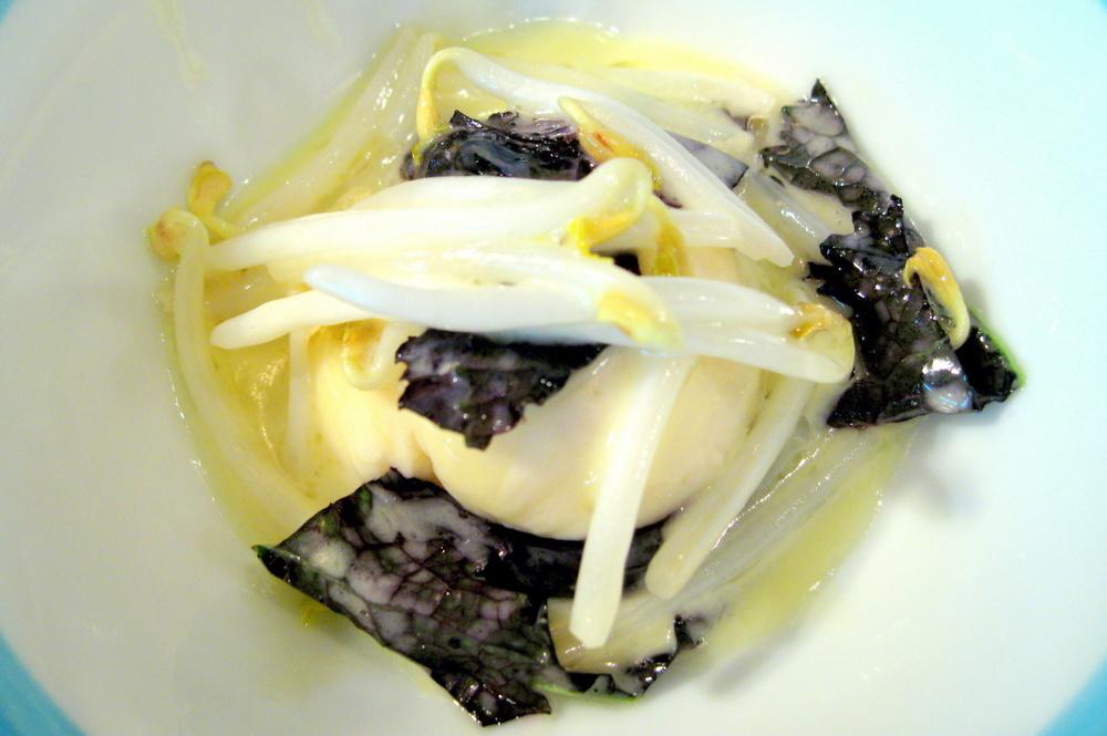 Pierre Gagnaire, Paris - Les langoustines en mousseline, soja frais et pousses de moutarde