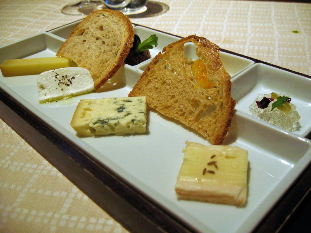 Beige, Tokyo - Beaufort, Roves des Garrigues, Bleu d'Auvergne, Munster