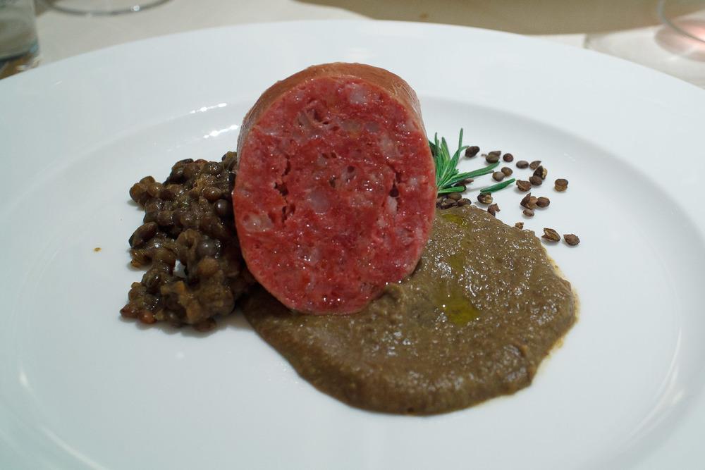 La Veduta, Osaka, Japan - Cotechino tradizionale italiano e lenticche di spello