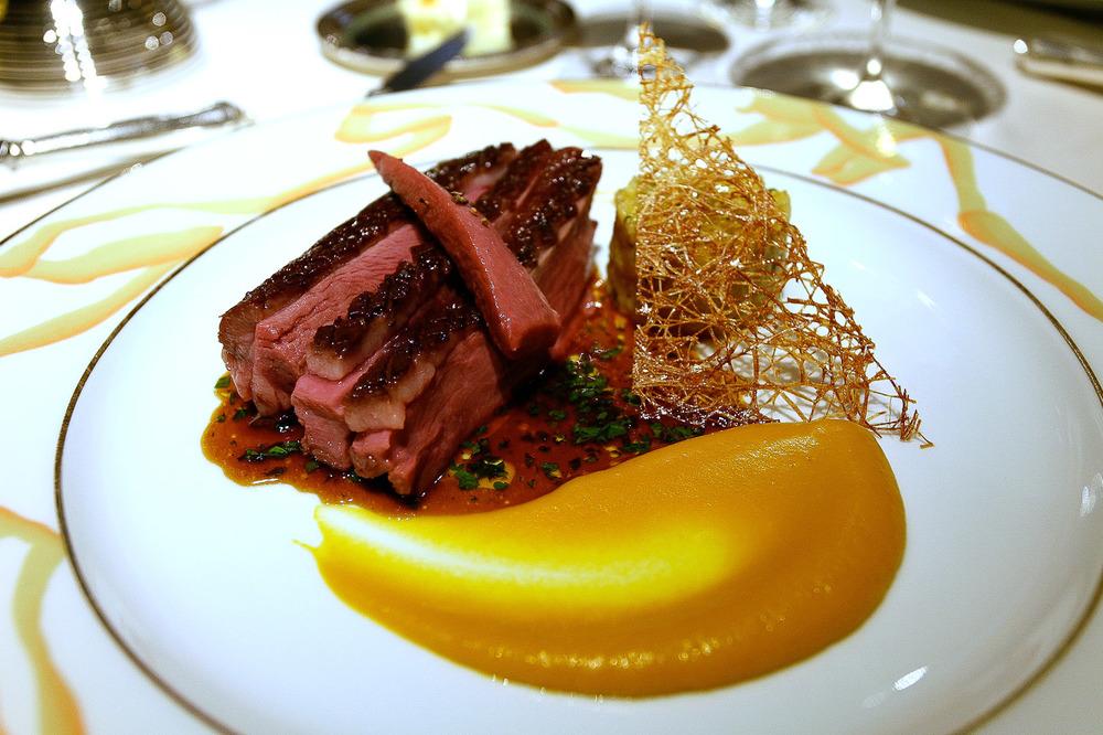 L'Osier, Tokyo - Magret de Canard Boulgour à la Marmelade de fruit purée de carotte au cumin, jus à la Bergamote