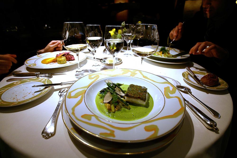 L'Osier, Tokyo - Turbot en Croûte de Persil et Champignons, Sauce Laitue et Curry