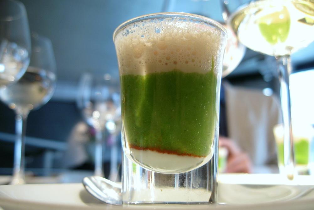 Purée d'asperge verte, yaourt au sésame, lait au champignon