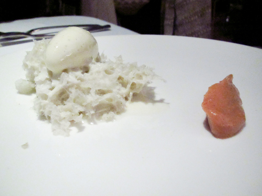 Pujol - Esponja de almendra, helado de manzanilla, leche de miel de acacia, puré de nanche amarillo