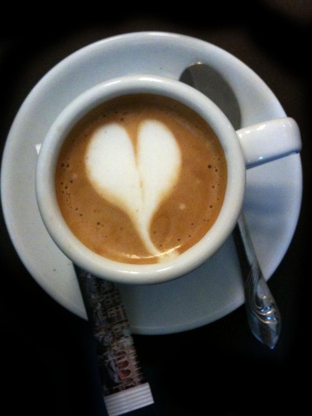 Gocce di Caffè - Macchiato up close