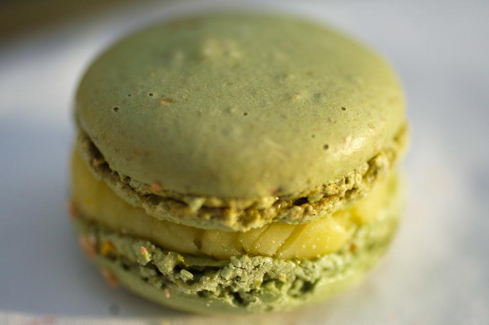 Huile d'Olive & Vanille - Biscuit macaron, crème à l'huile d'olive et gousse de vanille
