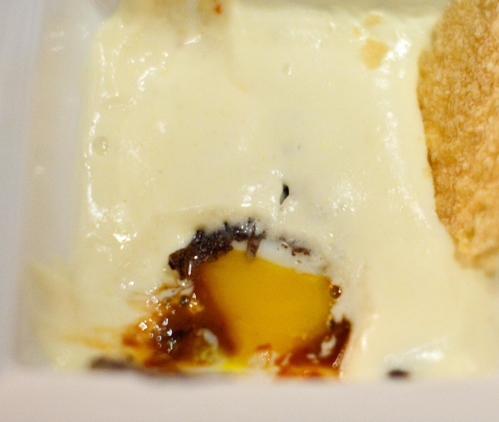 Marea - UOVO - slow poacked egg, black truffle, marsala ragu, polenta cream (close up)