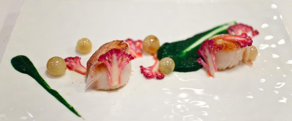 L'Agapé - Noix de saint-jacques rôties - Chou-fleur, lardo di colonata, purée de cresson