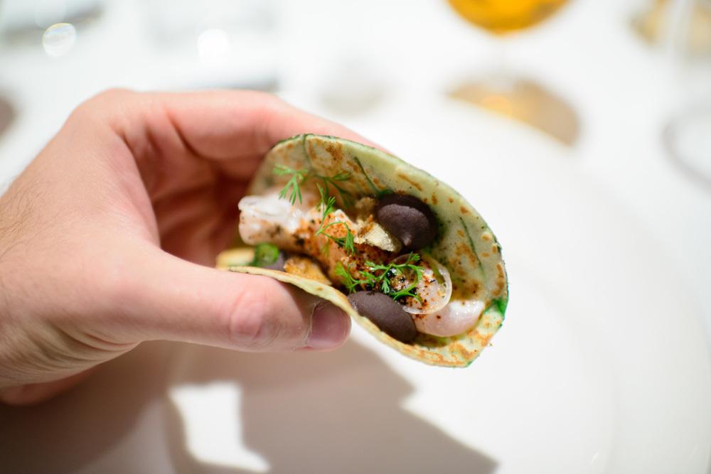 1st Course: Taco de ceviche de robalo, tortilla de chayote y hoj