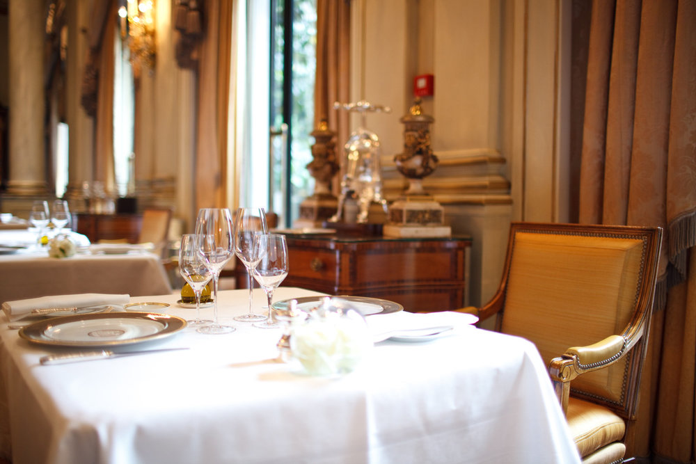 Le Cinq - Dining Table