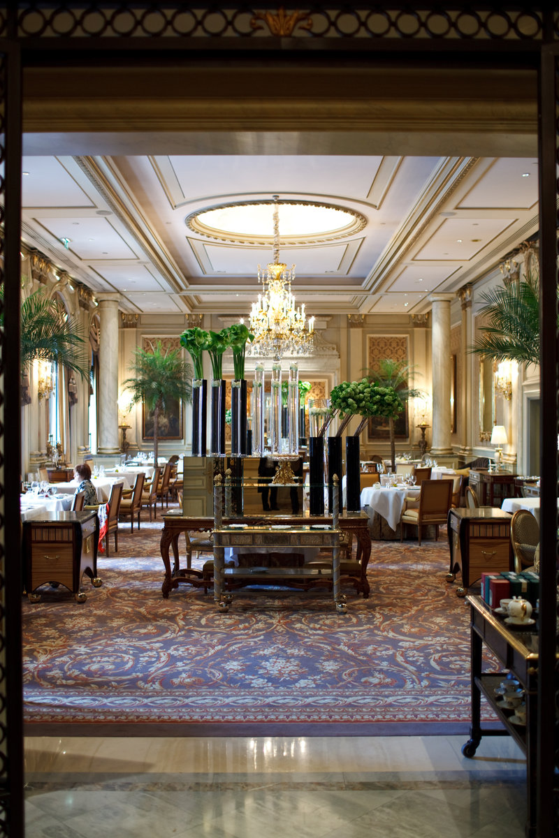 Le Cinq - Entrance to Dining Room