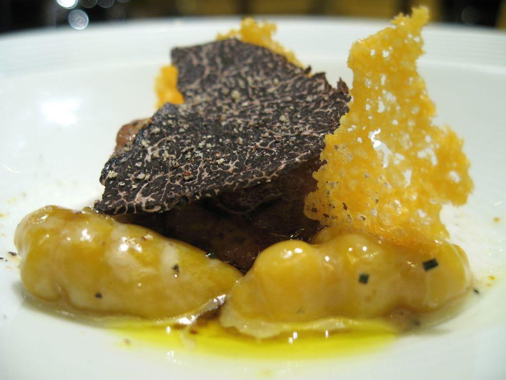 Le Potiron en gnocchis à la mimolette avec un foie gras à la plancha et une râpée de truffe d'Alba
