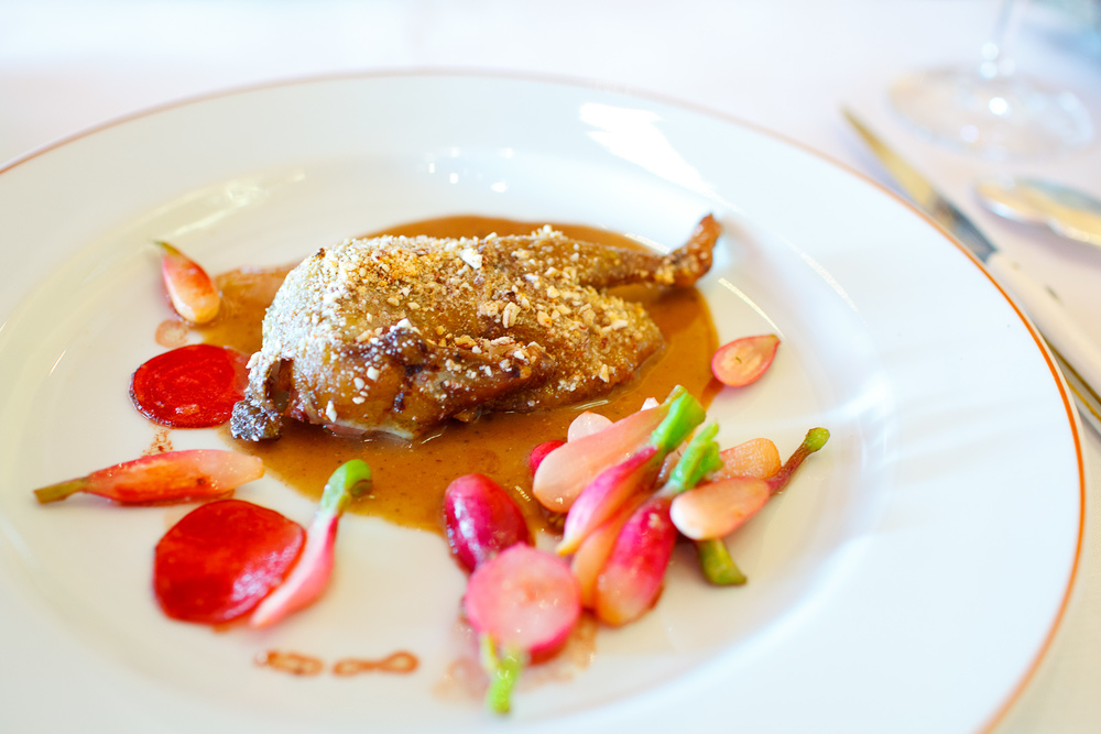 Pigeon roasted with almonds and honey-flavored mead