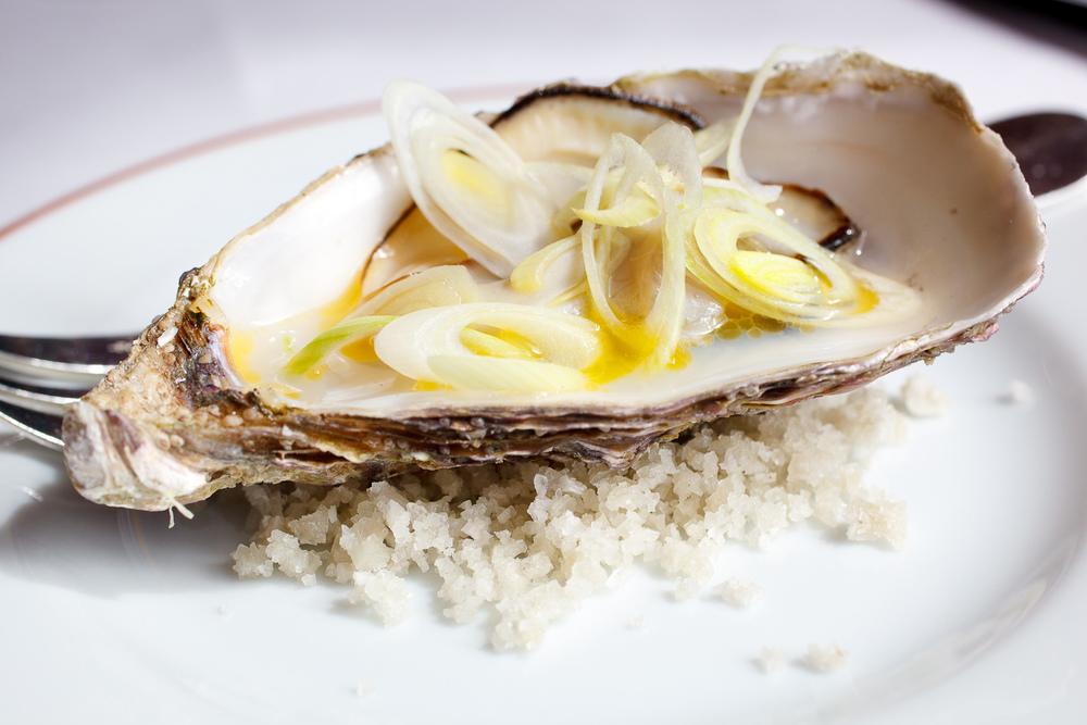 Ail nouveau à l'huître de l'archipel de Chausey; vinaigre de muscadet