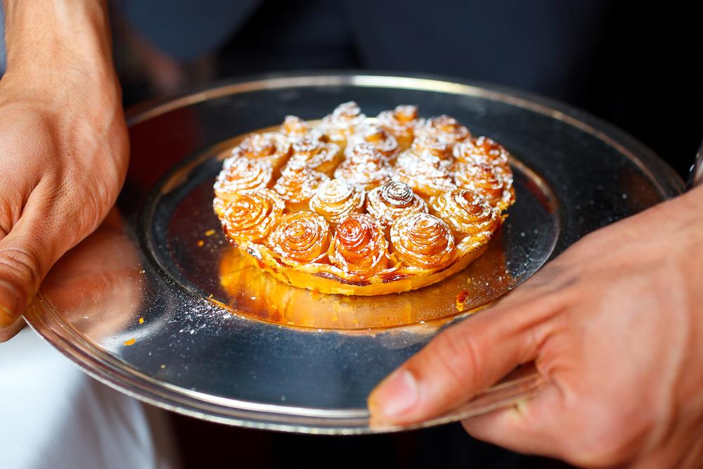 Tarte aux pommes Bouquet de Roses; caramel au lait