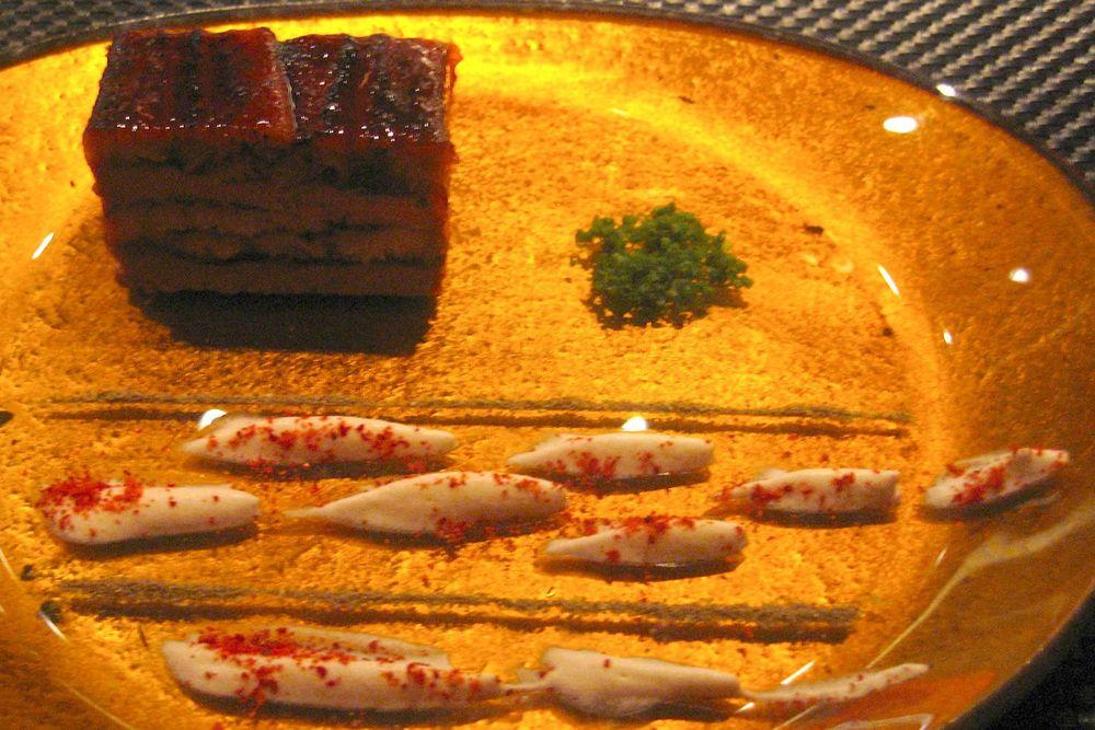 Le Foie Gras fumée en duo d'anguille carameéliseée aux saveurs orientales