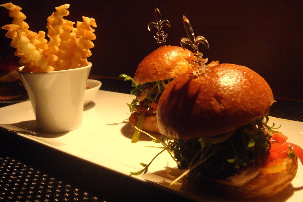 Le Burger au foie gras et aux poivrons verjutés