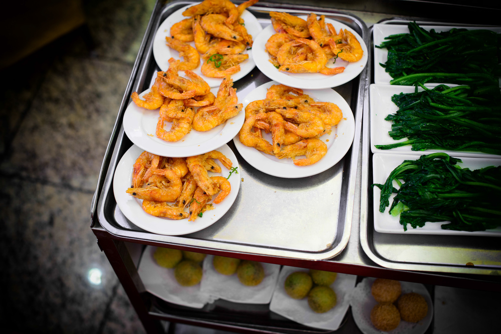 Deep-fried shrimp, Chinese broccoli, pork buns