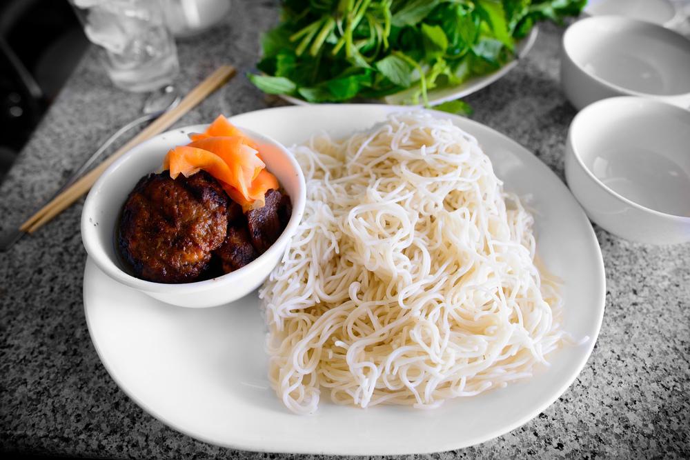 banh cuon thit cha lua, Ha-Noi style BBQ pork w/ rice vermicelli
