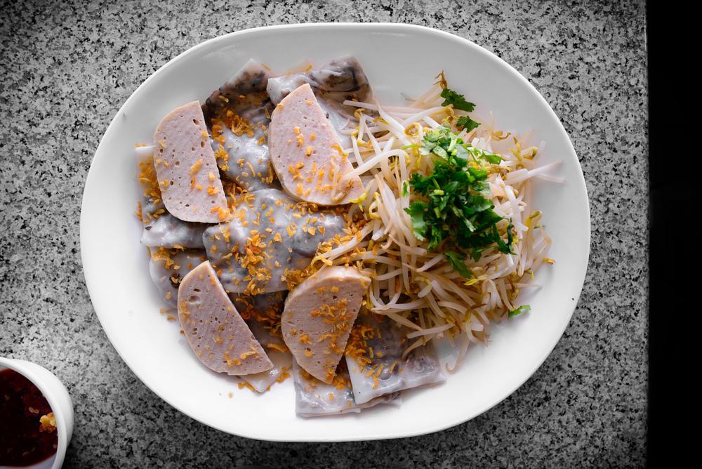 Bánh cuốn thịt chả lụa, steamed rice paper with BBQ por