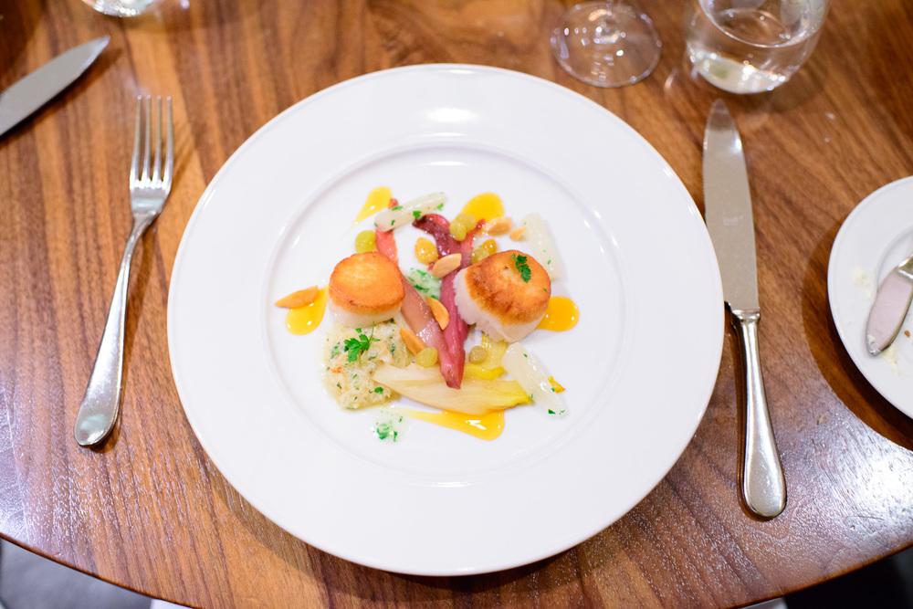 """Molluschi"" - Diver scallop, peekytoe crab, endive, almond, sals"