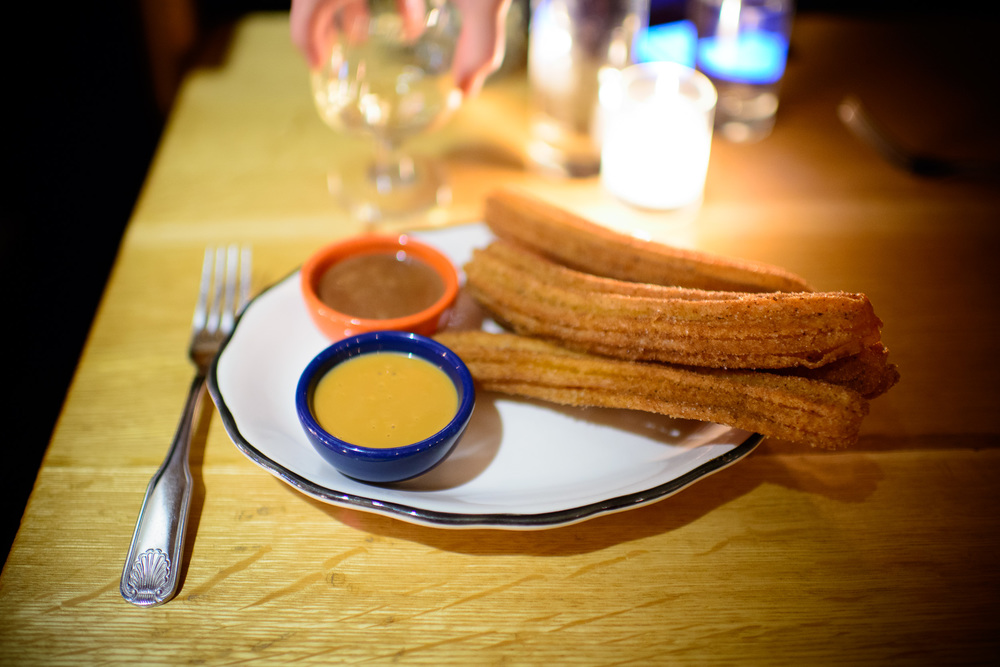 Churros con dulce de leche y chocolate