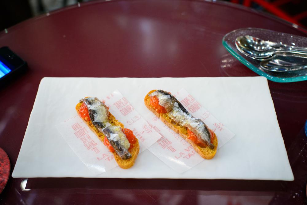 3rd Course: Xuxi de semilla de tomate y anchoas