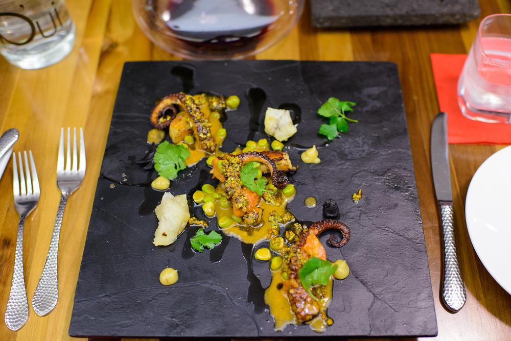 Pinchos de calmar y pulpo asados - salsa romesco, Jocoque casero