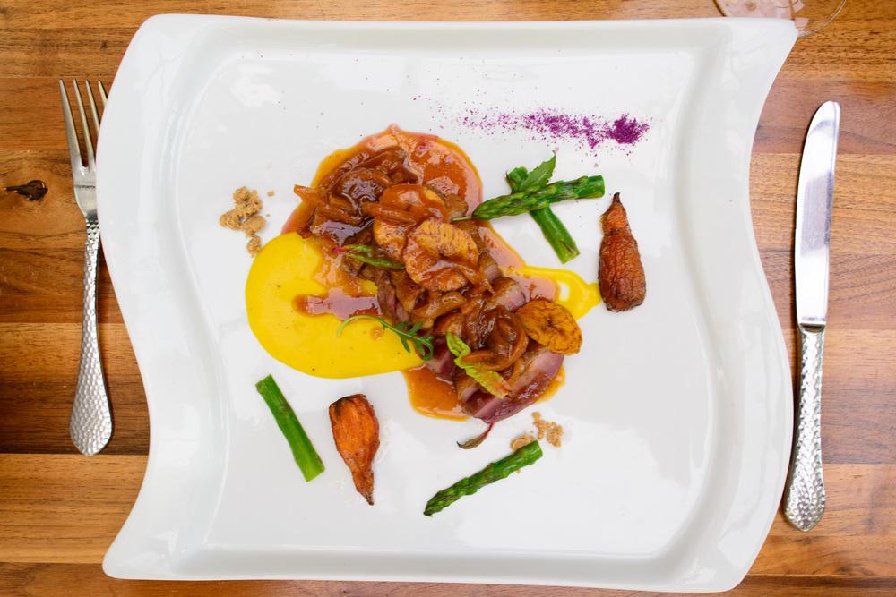 Pechuga de pato, mezcal, guayaba y piloncillo, chile california,