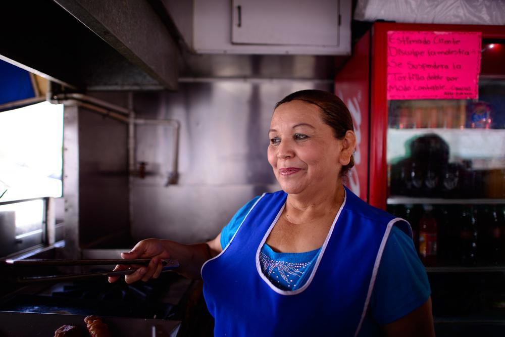 """La dueña de """"Fish Tacos Ensenada,"""" La Salvadoreña"""