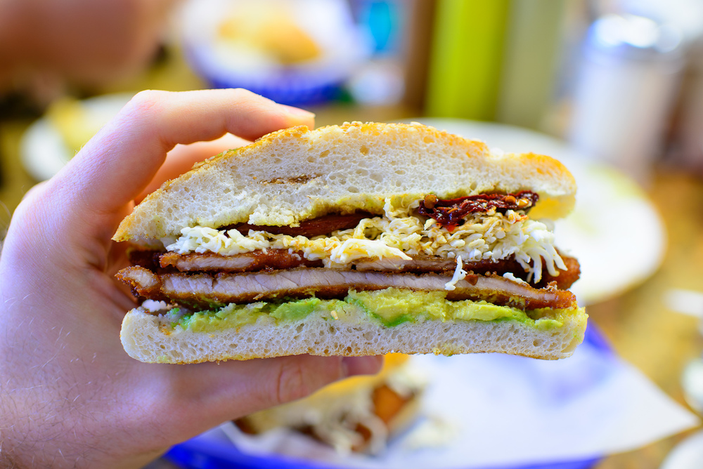 Cemita de milanesa, up close