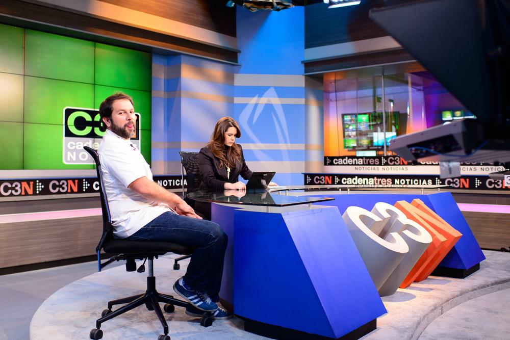 Enrique Olvera Interview with Yuriri Sierra for Cadena 3, behind