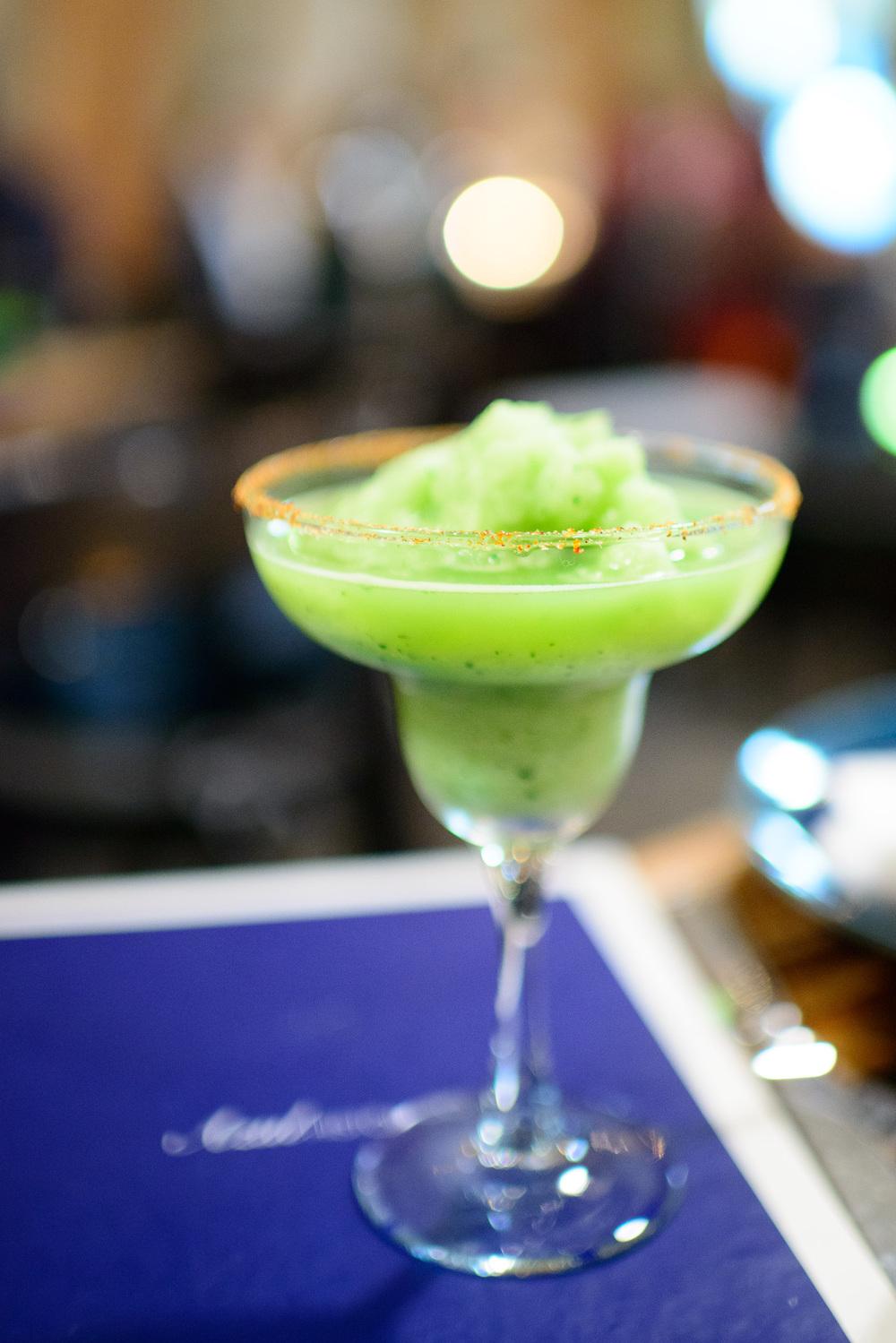 Margarita de pepino con mezcal (Cucumber margarita with mezcal)