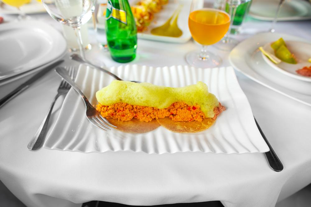 """Tacos de """"caviar"""" mexiquense - tacos de hueva de carpa guisada, con jitomate, chile y cebolla, aromatizados con aire de cilantro (tacos of carp eggs with tomato"""