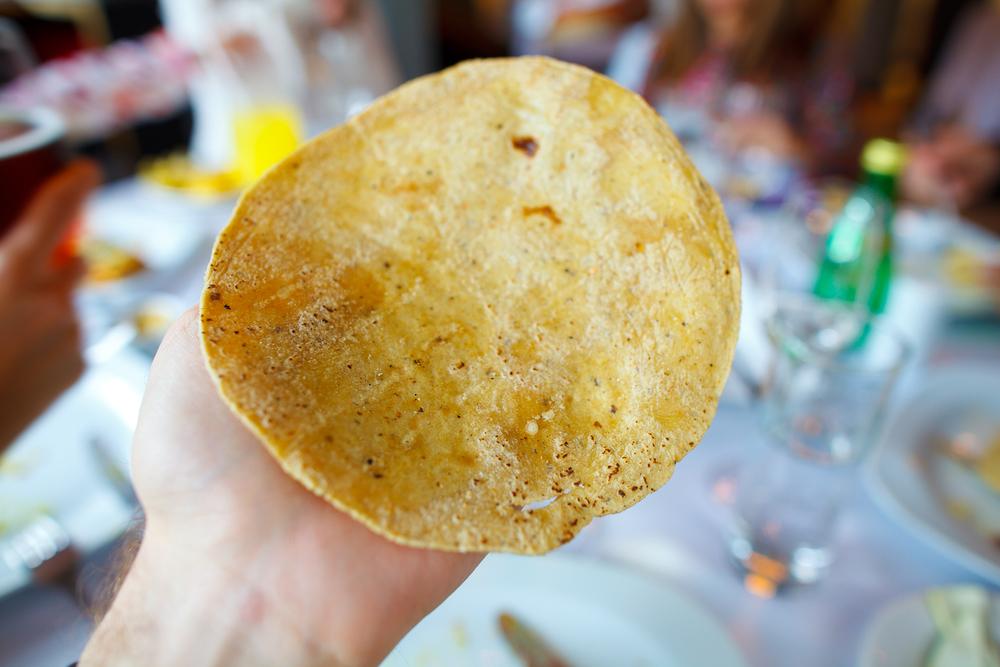 Tortilla de maíz recien hecha