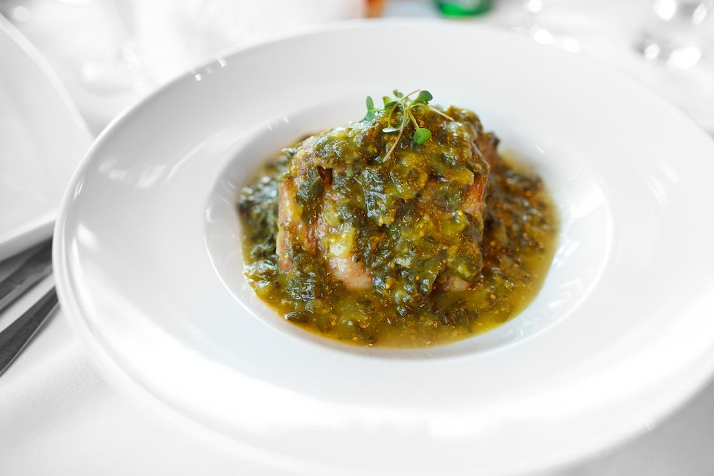 Costilla en verdologas con frijoles de la olla (pork ribs with beans) (155 MXP)