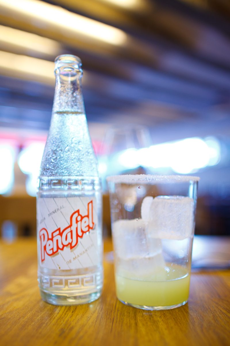 Una rusa (sparkling water, lime, and a salted glass)