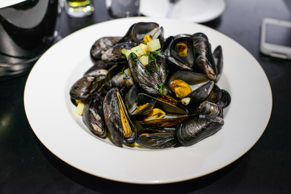 Blue mussels from Limfjorden steamed in apple cider with plenty