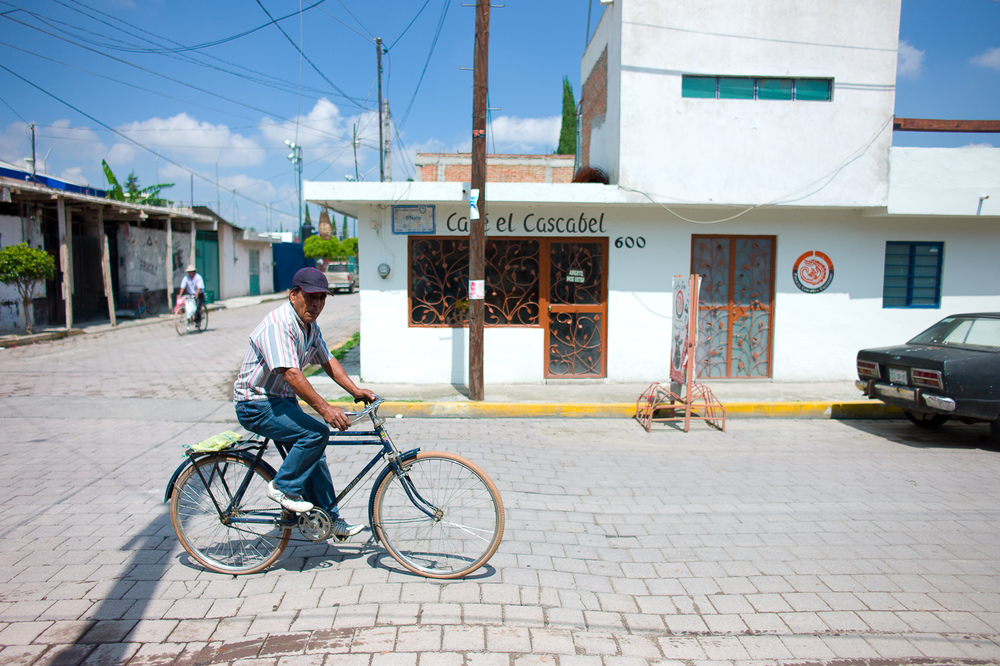 Man on Bike, Café el Cascabel