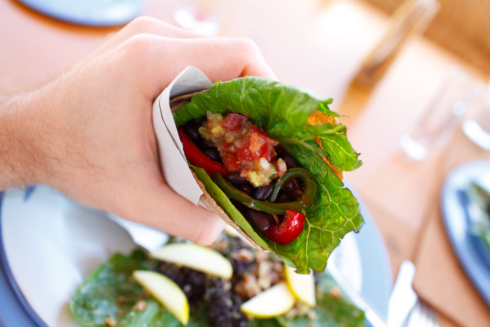 Burritos de verdura orgánica con frijoles negros