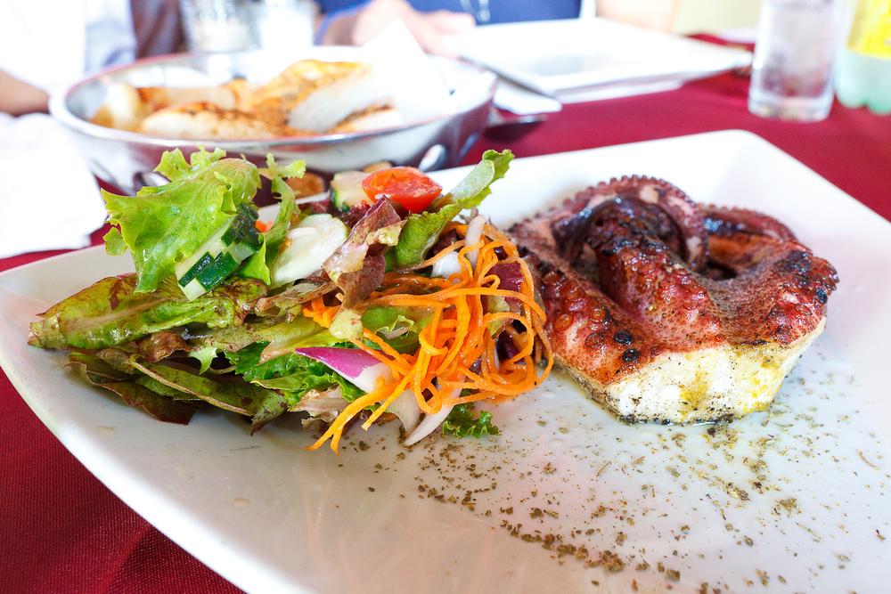 Pulpo asado, perfactamente cocinado, marinado en salsa de chiles, asado, y servido con ensalada orgánica (Grilled octopus marinated in chile salsa) (MXP $100)